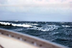 Engelska kanalen visar sin sämsta sida mot oss utanför Cherbourg när de kryssat mot kulingvindar och tidvattenströmmar hela natten.