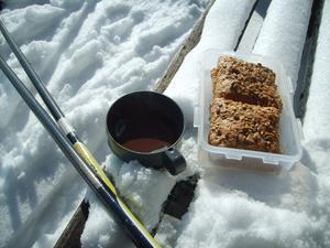 Åkte skidor i flera timmar i strålande sol en eftermiddag i mars.Fikat satt helt perfekt!