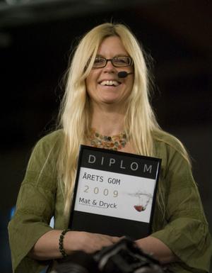 Bästa smaklökarna har Johanna Julle som vann blindtestet i hård konkurrens med landshövding Barbro Holmberg.
