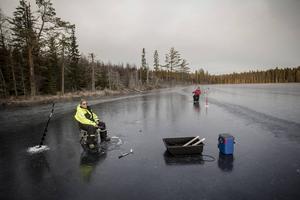 Leif Wester och Åke Sjödin är redo för regnbågshugg.