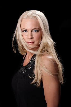 """5. SverigeArtist: Malena ErnmanBidrag: """"La voix""""Röstningsnummer: Det går inte att rösta från Sverige.Kommentar: Opera möter pop. Kitschigt så det förslår, men kanske är det vad Sverige behöver för att nå ut. Foto: Pontus Lundahl/Scanpix"""