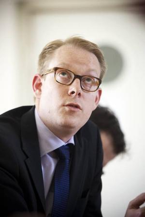 Integrationsminister Tobias Billström delade ut beröm vid sitt besök i Hofors .
