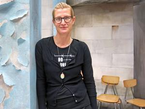 Monica Wilderoth har regisserat Folkteaterns nya pjäs som har premiär 22/10.