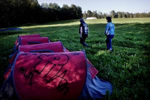 Efter årets Storsjöyra hämtade Wyatt Earps mc-klubb femton övergivna tält från campingen. De tror att de skulle kunna få med sig uppåt hundra stycken om de får till ett bättre samarbete med dem som städar campingen efter Yran.