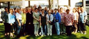 Här ses medlemmar och anhöriga i Reumatikerföreningen Östersund samlade utanför Spahotellet Tervis.                                                                          Foto: Rolf G. Swedbergh