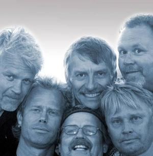 Euskefeurat ska bjuda på norrländsk folkrock på Holmarna. Ronny Eriksson känner ni igen till vänster på bilden.