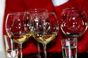Dyrt och tidskrävande. Det kostar mer och tar längre tid i Västerås att få tillstånd att servera alkohol. Foto: VLT:s arkiv