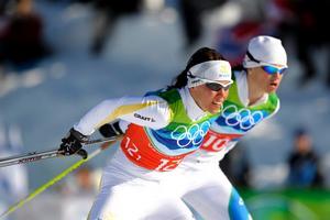 Sverige fortsätter att imponera i skidspåren under OS. Ikväll blev det silver på damernas stafett.