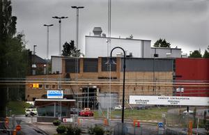 Två elektriker omkom när de skulle göra en felsökning  på en ugn i Smältverket den 13 juni. De kvävdes till döds av läckande argongas.GD den 14 juni
