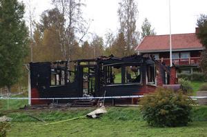Stugan i Hälla totalförstördes vid en brand i september. Ingen människa kom dock till skada och totalt sett var 2011 ett år där rekordfå bränder inträffade i Leksands kommun.