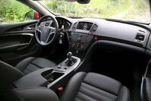 Förarplatsen i Opel Insignia är nästan på pricken likadan som i Saab 9-5. Det bör ju räcka långt.Foto: Rolf Gildenlöw/TT