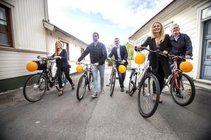 Fjolårets 250 par har i år utökats till 276. Om någon undrar varför ballongerna är orange med blått snöre, hälsar Matstafettgeneral Johan Svahn att Brobergs Dennis Wasberg svarar på sådana frågor...