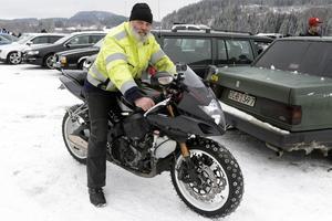 Johan Ekeström har 30 millimeter långa dubbar på sin Suzuki GSX-R 1000.