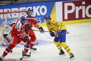Västeråssonen Dennis Everberg visade Tre Kronor vägen mot Tjeckien i landskampen i Örebro.