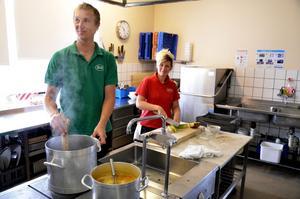 Krögare. Fredrik och Karin Lundquist driver Hasselfors Wärdshus och under september bjuder de på mat med anknytning till landskapet Blekinge.