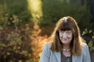 I en ålder av 67 år avled nyligen konstnärsprofilen Lena Hellström, Örebro.