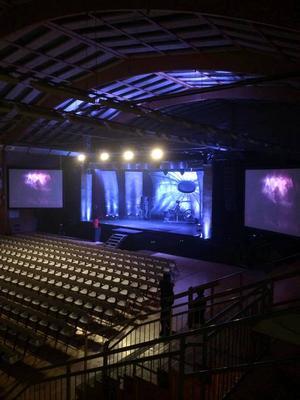 Laberos scen är klar och redo för show.