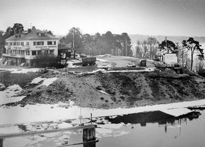 Slutet närmar sig. Kvicksunds värdshus byggdes om radikalt på 1940-talet. Nedgången började 30 år senare. Värdshuset stängdes 1983. Den här bilden togs 1987, fyra år innan huset revs.
