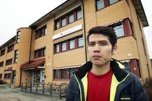 Båten som Visal Nhoek köpte finns nu hos kronofogden i Sundsvall. Han äger båten men kan tvingas köpa den igen.