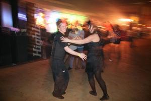 Dansant publik i Dunderhallen.