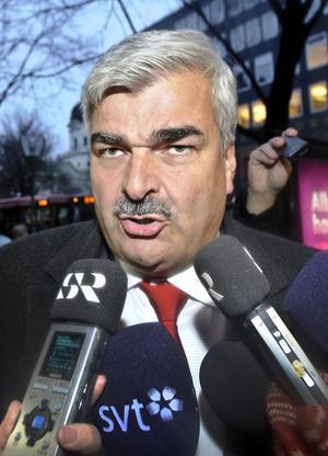 Konspiratoriskt lagd. I en ny bok hävdar den förre partiledaren Håkan Juholt att han fälldes av en sammansvärjning och av att bli betraktad som en Åsa-Nisse.foto: Anders Wiklund/scanpix