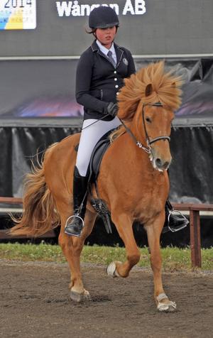 Angelica Löfgren på hästen Spenna, kvalade i klassen fyrgång Young Rider.