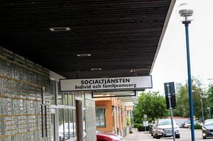 Tobias anser att socialsekreterarna i Bollnäs motarbetat honom och försvårat umgänget med sonen.