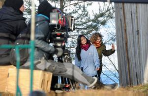 Errah Seno och Nina Jeppson i en scen vid Hambergs udde.