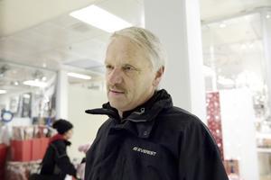 Håkan Andersson, Sundsvall1) – Jag kommer att handla mindre i år. Det känns inte som att man vill göra av med så mycket pengar när tiderna är som de är.2) – Högst 500 kronor.