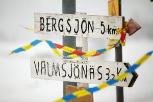 Skylten visar vägen till Vamsjönäs enda innevånare.