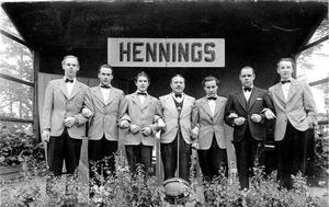 Knut Hennings Orkester i Ramblaparken i Borås. Längst till höger står Rune Bergström.