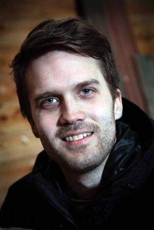 Pär Eriksson från Ågårdarna var med i Bonde söker Fru förra säsongen. Då gick det ihärdiga rykten om att han redan träffat en tjej innan programmet började. Vilket stämmer, till viss del.