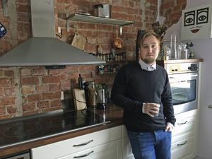 Anton Larsson jobbar nu hemma i Sundsvall, men första jobbet var som telefonförsäljare på Malta.