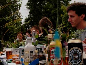 Bilden är tagen vid en helt annan midsommarfest.