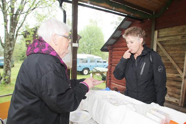Margareta Paulsson sålde getost från Herrö och bjöd på smakprov.