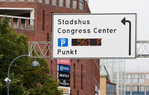 Nya skyltar hjälper till när du ska parkera i city från och med onsdagen.