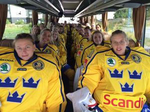 Sara har bland annat hand om att organisera landslagets resor till träningsläger och turneringar.