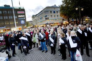 Manifesterade. Flera lärare samlades på Rådhustorget i Gävle för att visa sitt missnöje med lönenivåerna.