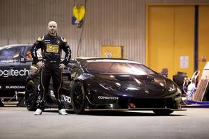 Daniel Haglöf vid teamets nya Lamborghini Huracan.