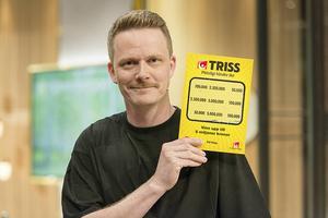 Marcus Brolin med lotten han skrapade i TV4:s Nyhetsmorgon på måndagen.