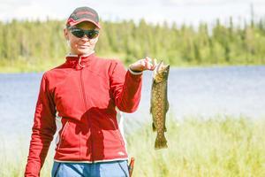 Maria Köhler med fisk.