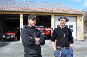 Styrkeledare Niklas Holmedahl, till höger, och räddningsman Jakob Martinsson är riktigt upprörda över inbrottet som kunde ha fått oerhörda konsekvenser om de hade fått ett larm.