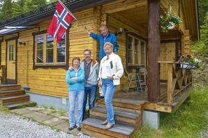 Olav Melbye har besökt Hans Johansson och Dagmar Åkerström under 40 år. I år följde Liv Sonja Solberg (till vänster) med.