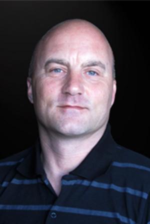 Torbjörn Risve är den som sist anställdes på Brynäs kansli. Han får nu sluta när Brynäs drar in en tjänst för att spara pengar.