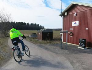På Rönnby kan cyklister både pumpa däcken och fylla på vattenflaskan.