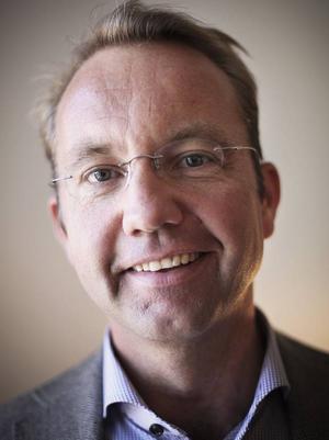 I går började Björn Eriksson jobbet som landstingsdirektör. Det mesta tyder på att Jämtlands län blir en region från och med 2015 och i så fall blir han regiondirektör.