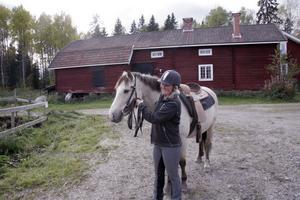 Pernilla Magnusson bor och driver verksamheten på Järvsö ryttargård i Kusmyra.