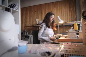 Helena Modig är utbildad texitilformgivare. Nu får hon utlopp för sin passion.