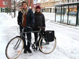 Humor och tålamod är de viktigaste egenskaperna när man ska cykla jorden runt, enligt Johanna Eklöf och Emil Börner.
