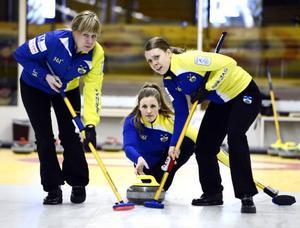 Nina Bertrup flankerad av Maria Prytz och Maria Wennerström. I helgen inleds EM – där laget hoppas få ett kvitto på att OS-formen är på väg.
